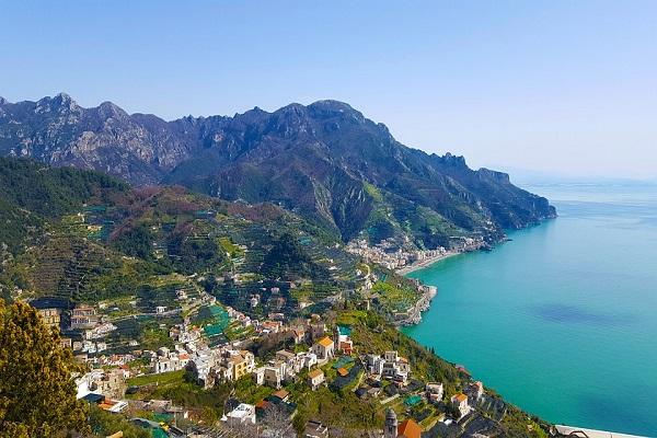 Campania, investimenti, al lavoro e difesa del Sud al centro del Bilancio Regionale